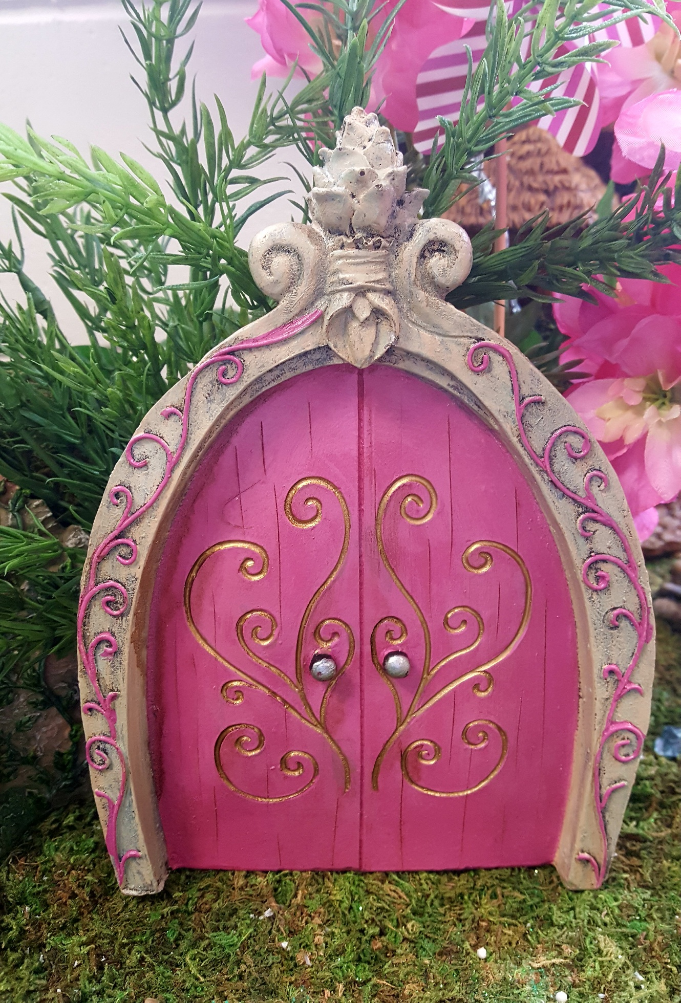 Large pink fairy door fairy gardens uk for Pink fairy door